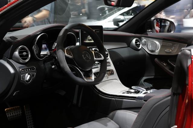 Mercedes Classe C Cabriolet : première du nom - Vidéo en direct du Salon de Genève 2016
