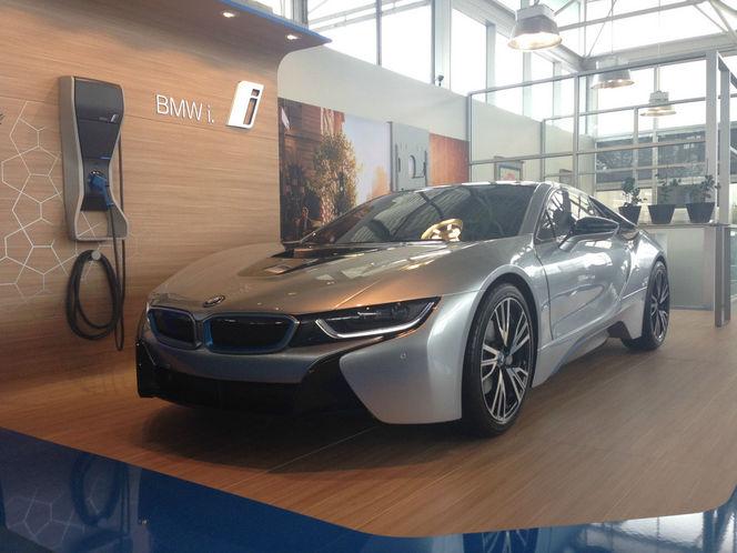Une maquette de BMW i8 à l'échelle 1 à vendre sur ebay