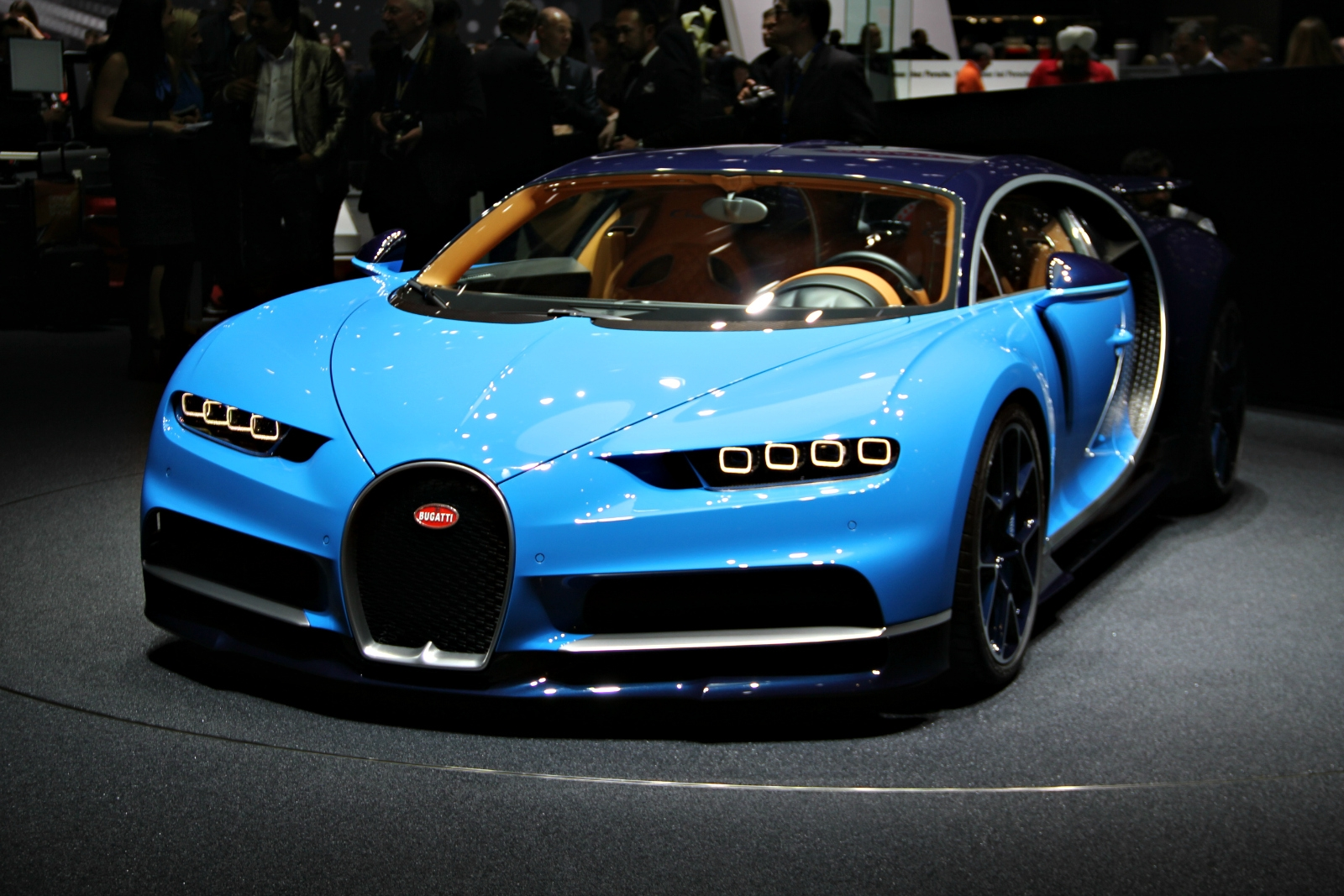 Bugatti chiron le patron vid o en direct du salon de for Salon de la photo 2016