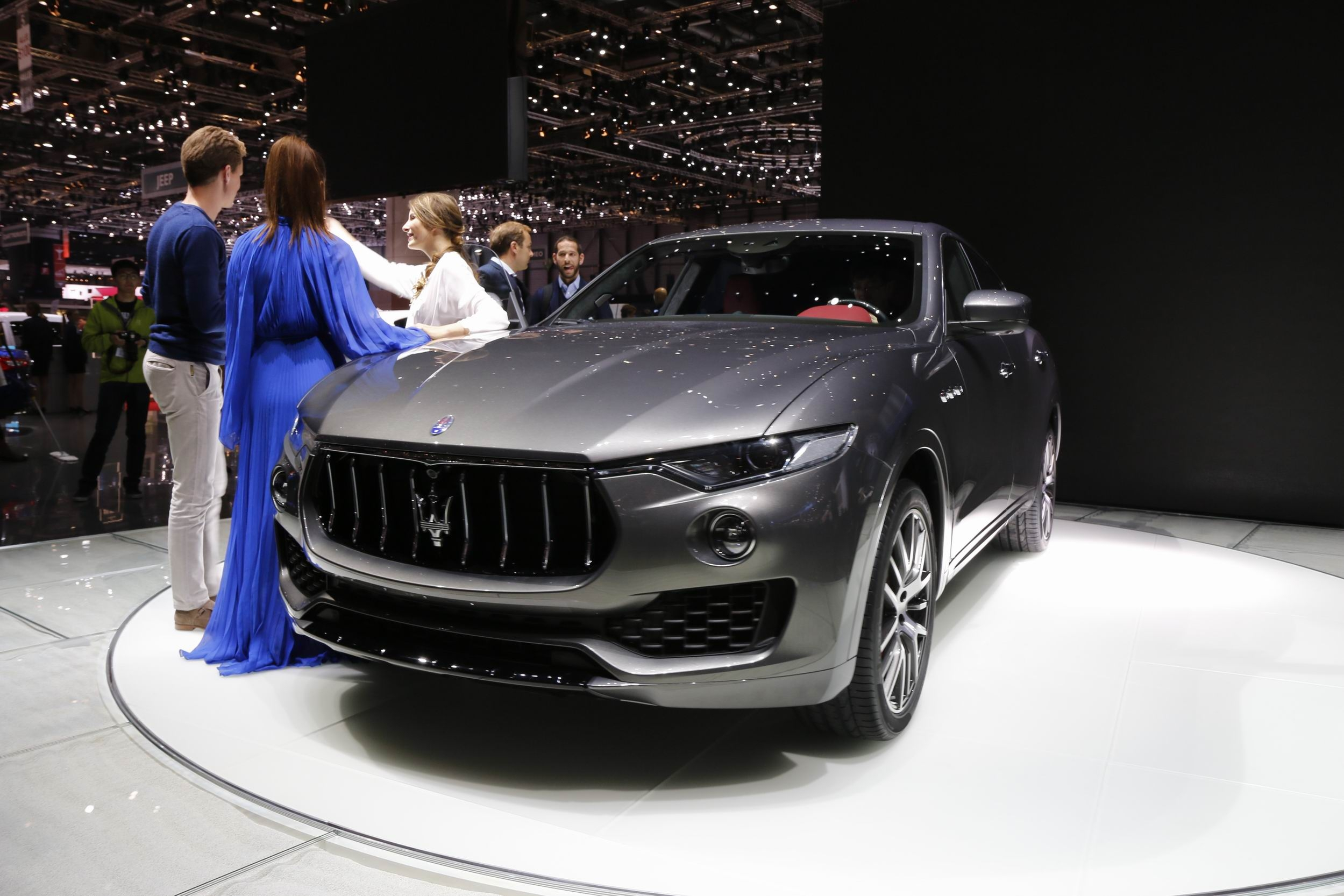 maserati levante pol mique vid o en direct du salon de gen ve 2016 1er live. Black Bedroom Furniture Sets. Home Design Ideas