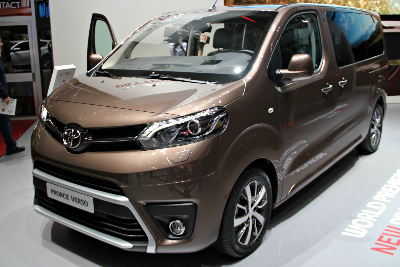 Toyota proace verso l 39 utilitaire civilis en direct du for Salon 9 places tunisie