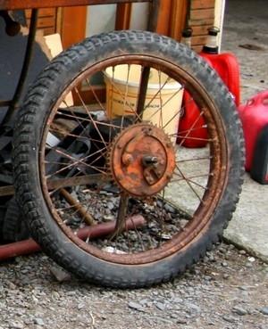 La restauration des motos anciennes en trois tomes...