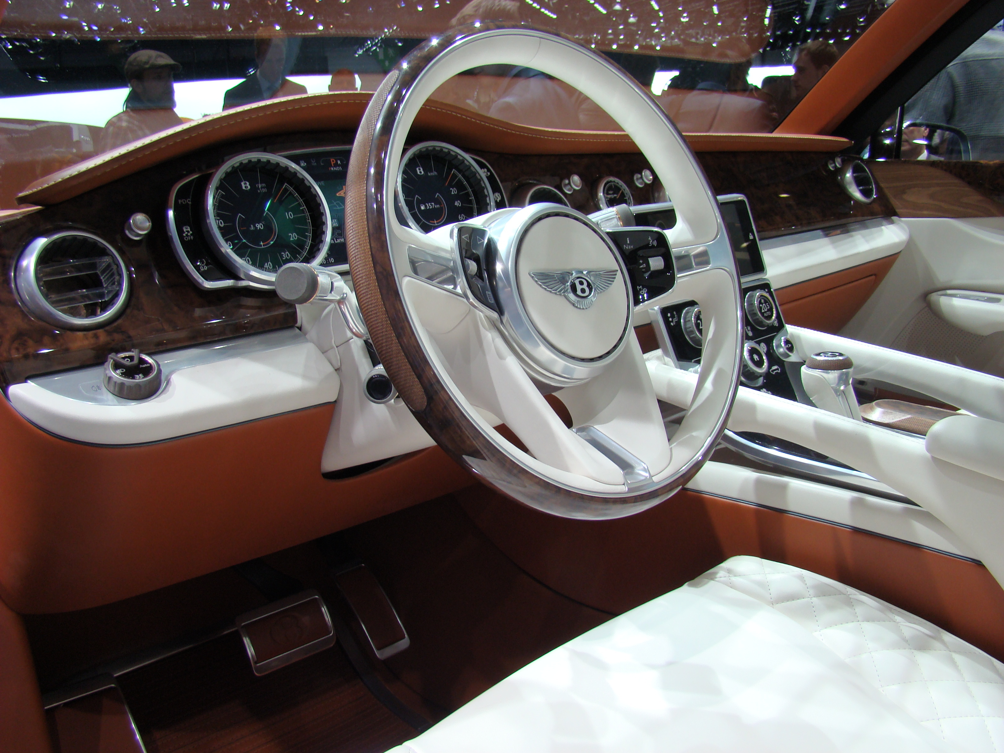 En direct du Salon de Genève 2012 : Bentley EXP 9 F Concept, du très ...