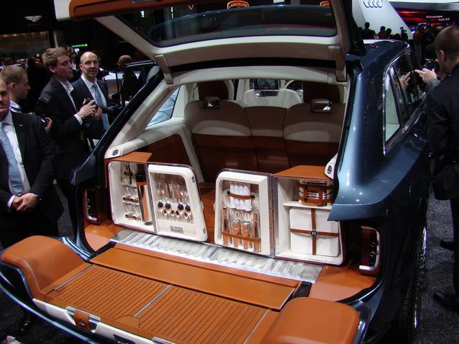 En direct du Salon de Genève 2012 : Bentley EXP 9 F Concept, du très lourd !