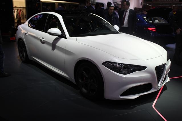 Alfa Romeo Giulia : magnifica - Vidéo en direct du salon de Genève