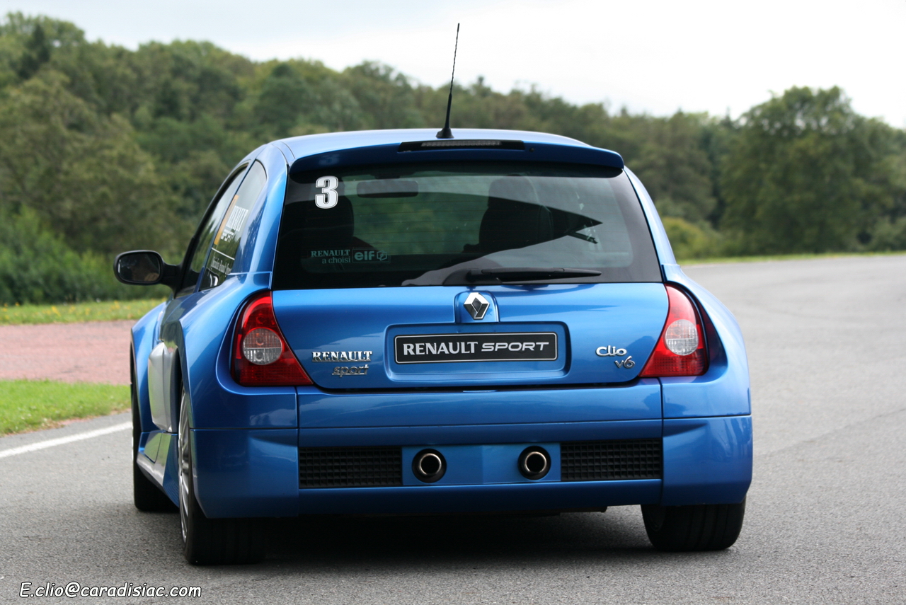 photos du jour renault clio v6 phase ii. Black Bedroom Furniture Sets. Home Design Ideas