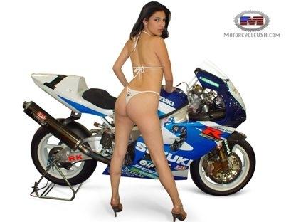 Moto & Sexy : belle cambrure