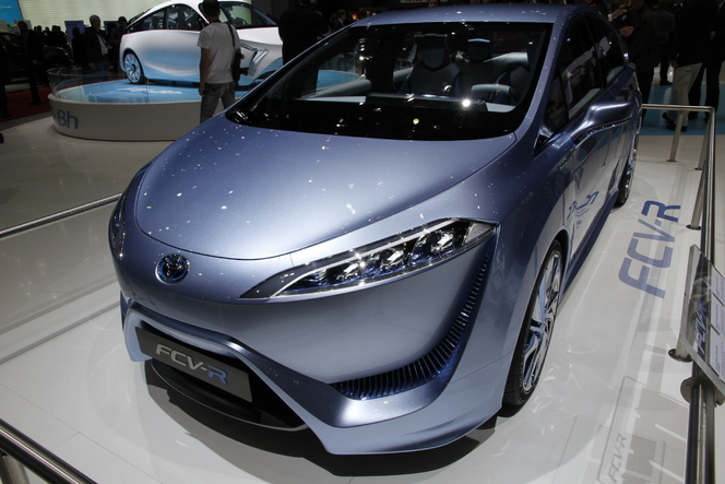 En direct de Genève 2012 : Toyota FCV-R, le futur est là