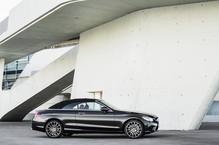 Mercedes dévoile sa nouvelle voiture de sécurité — Photos