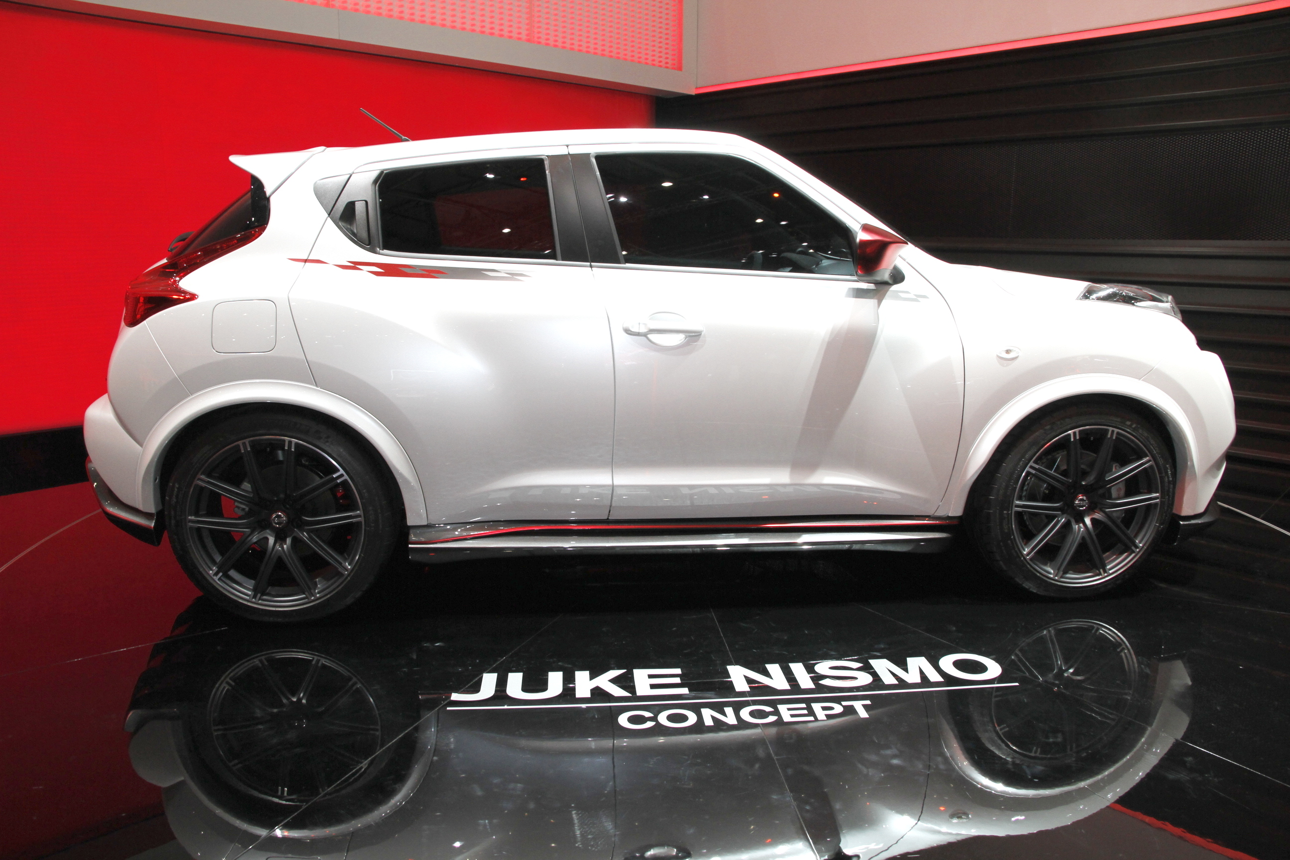 salon de gen ve 2012 nissan juke nismo concept dark cars wallpapers. Black Bedroom Furniture Sets. Home Design Ideas