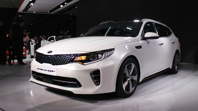 kia optima sw pour l 39 europe vid o en direct du salon. Black Bedroom Furniture Sets. Home Design Ideas