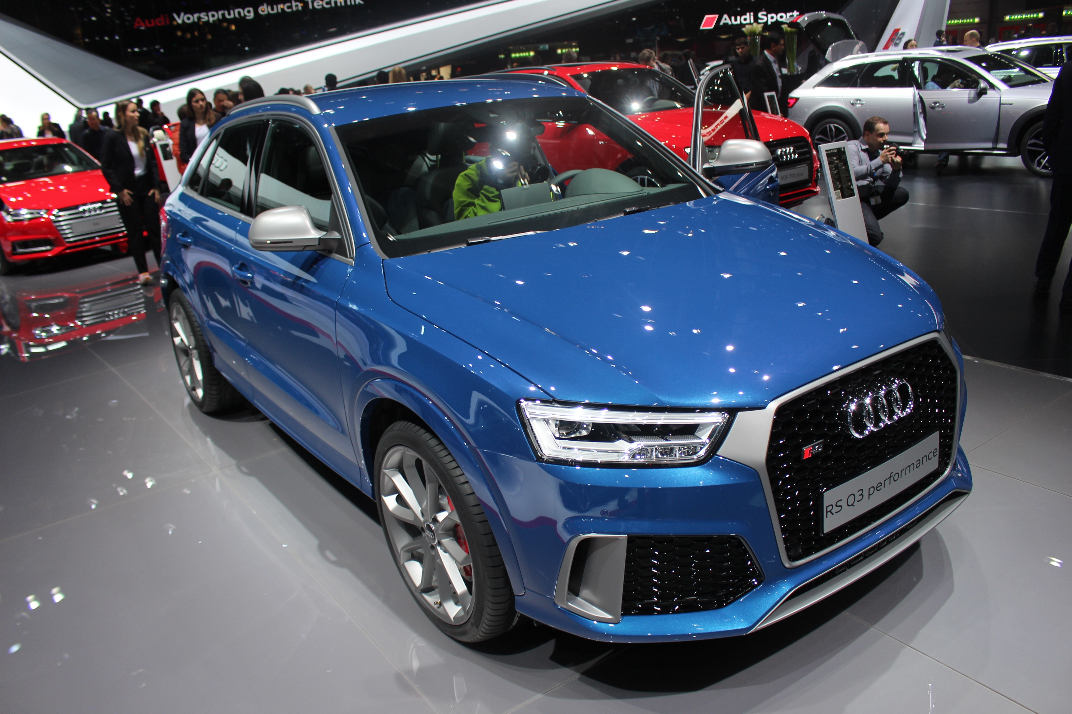 audi rs q3 367 ch vid o en direct du salon de gen ve. Black Bedroom Furniture Sets. Home Design Ideas