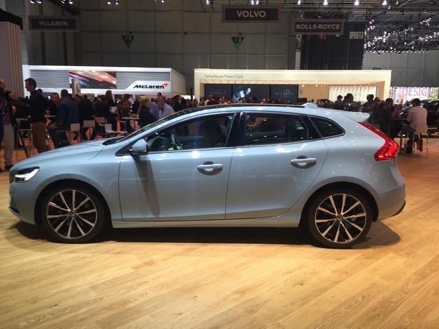 Volvo V40 restylée: remaquillée... - Vidéo en direct du salon de Genève 2016