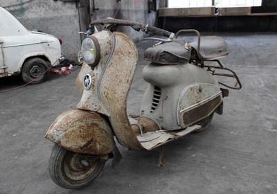 Ancien Scooter enchères ce samedi 26 mars à vannes: et des scooters anciens.