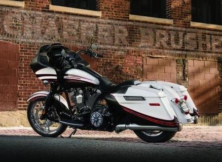 Nouveauté 2015, Harley-Davidson: le Road Glide Special is back