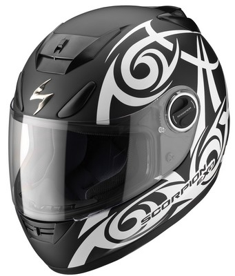 Un casque Tribal: le Scorpion Exo-750 Air.