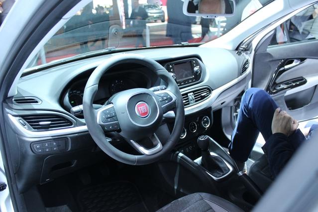 Fiat Tipo 4 portes : première venue - Vidéo en direct du salon de Genève
