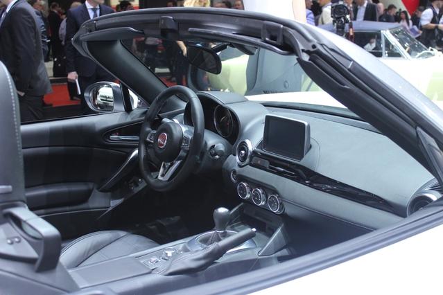 Fiat 124 Spider : risotto japonais - Vidéo en direct du salon de Genève
