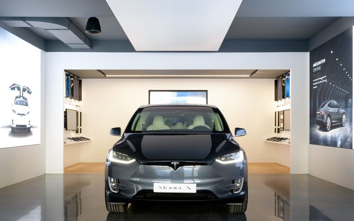 En attendant la Model 3, on peut découvrir les Model S et X dans le show-room de la Madeleine.