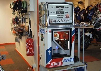 Une machine à café originale chez un concessionnaire Yamaha
