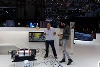Le patron de Koniegsegg, à gauche