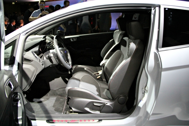 Vidéo - Ford Fiesta ST200 : l'anti GTI ? - En avant première du Salon de Genève 2016