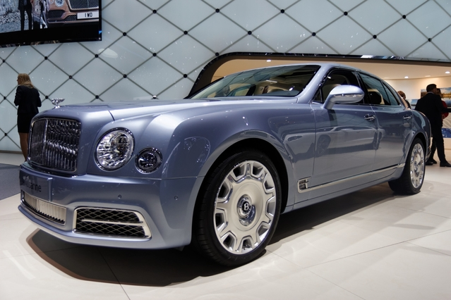 Bentley Mulsanne restylée : plus longue et plus rapide - Vidéo en direct du salon de Genève