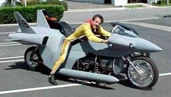 Ma moto est un avion de chasse, si si
