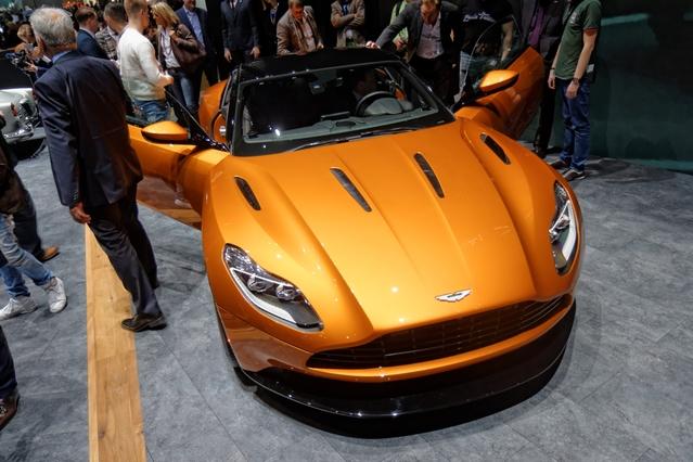 Aston Martin DB11 : belle (r)évolution - Vidéo en direct du salon de Genève