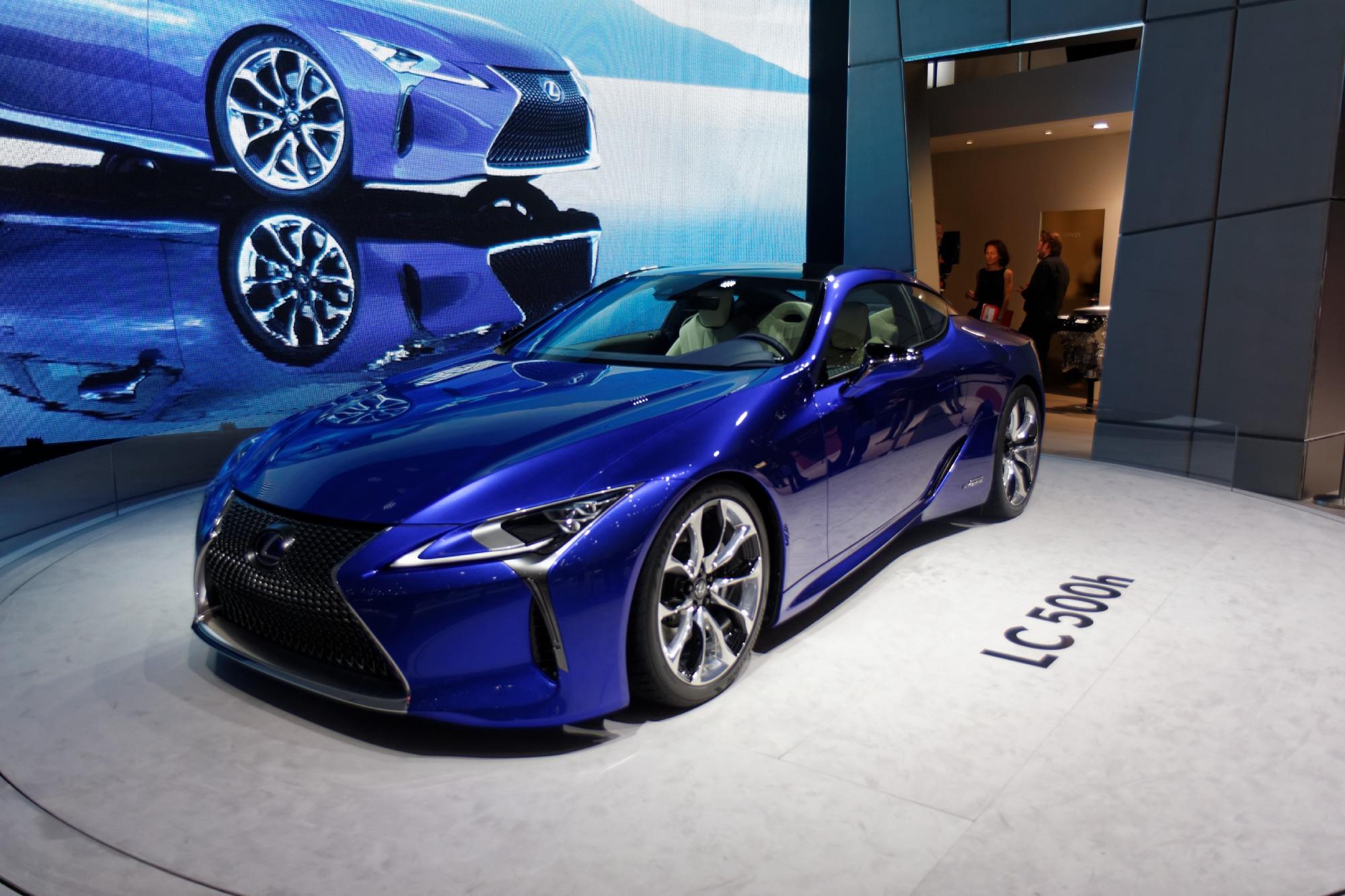lexus lc500h l 39 hybride dynamique vid o en direct du salon de gen ve