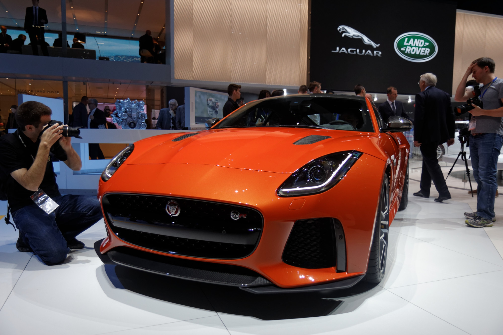jaguar f type svr f type muscl e vid o en direct du salon de gen ve. Black Bedroom Furniture Sets. Home Design Ideas