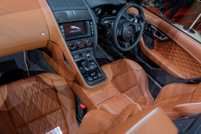 Jaguar F-Type SVR : F-Type musclée - Vidéo en direct du salon de Genève