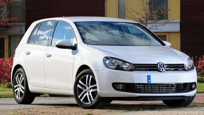l 39 avis propri taire du jour kuruma69 nous parle de sa volkswagen golf 6 2 0 tdi 140 confortline. Black Bedroom Furniture Sets. Home Design Ideas