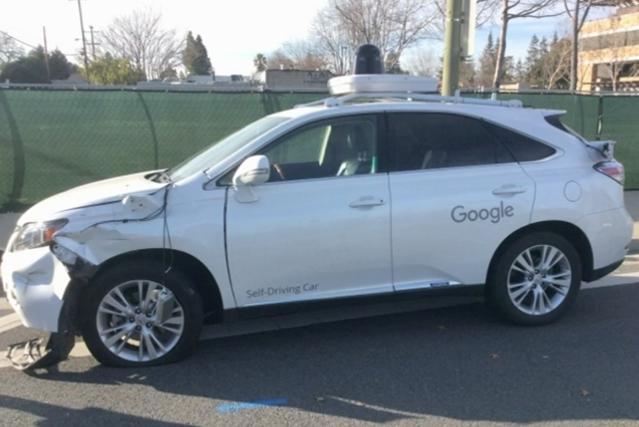 Accrochage entre une Google car et un bus: la vidéo