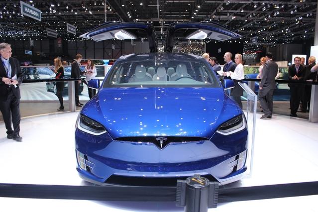 Tesla Model X : Tesla vous donne des ailes - Vidéo en direct du salon de Genève