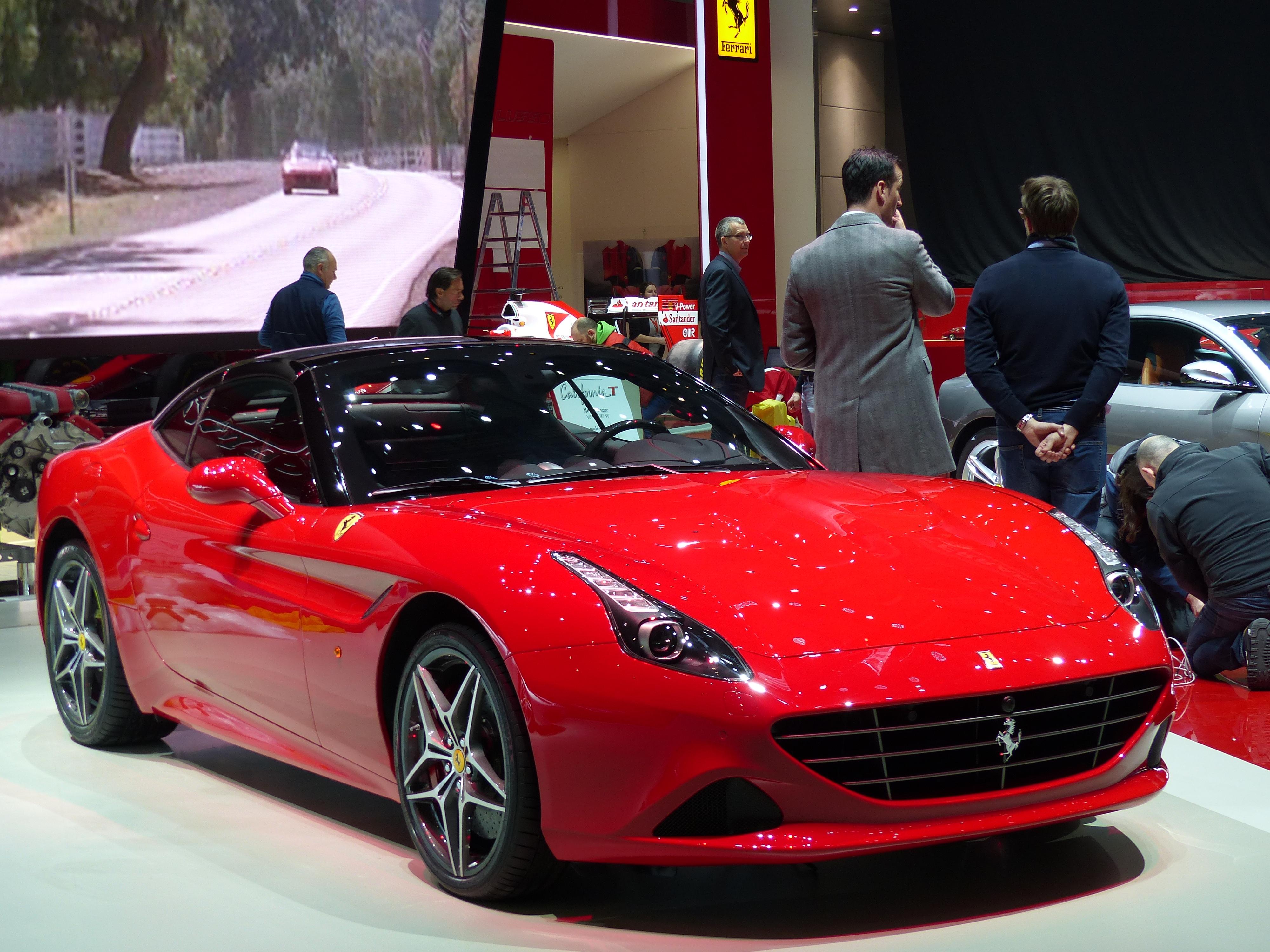 Ferrari gtc4 lusso la nouvelle familiale de maranello for Salon familial
