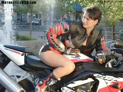 Moto & Sexy : cheveux courts aussi...