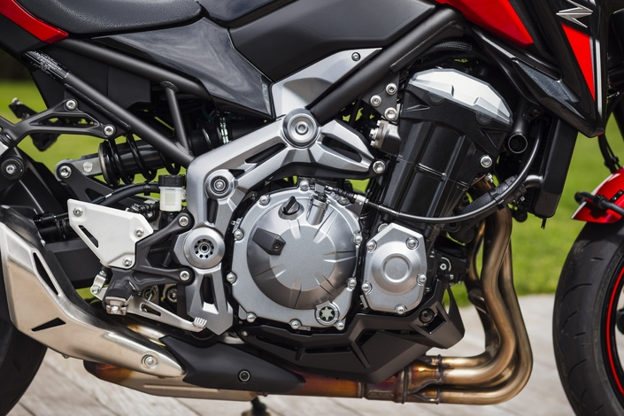 Essai Kawasaki Z900 A2 : faire ses premiers pas un peu vite