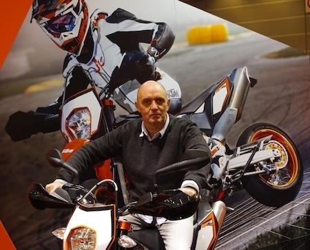 """En direct du salon de la moto 2011, rencontre avec Gilles Salvador: 5 dates de stages supermotard pour 2012... et toujours des """"one to one"""""""