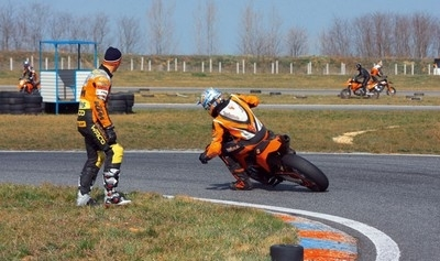 Stage supermotard by KTM: glissons en 2010!