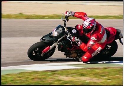 Ducati : derniers essais avant développement de l'Hypermotard.