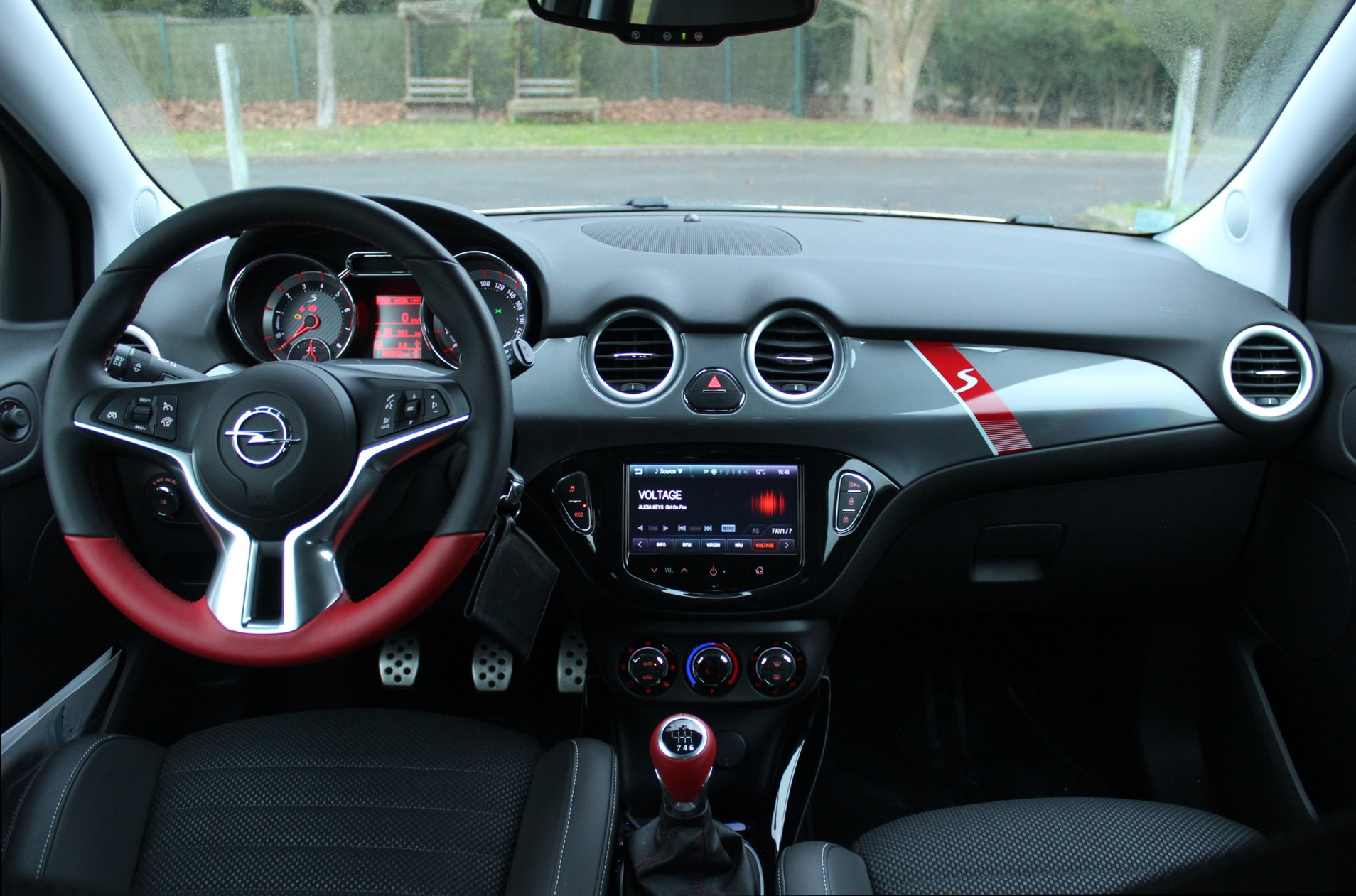 Essai opel adam s le fruit de la tentation for Opel adam s interieur