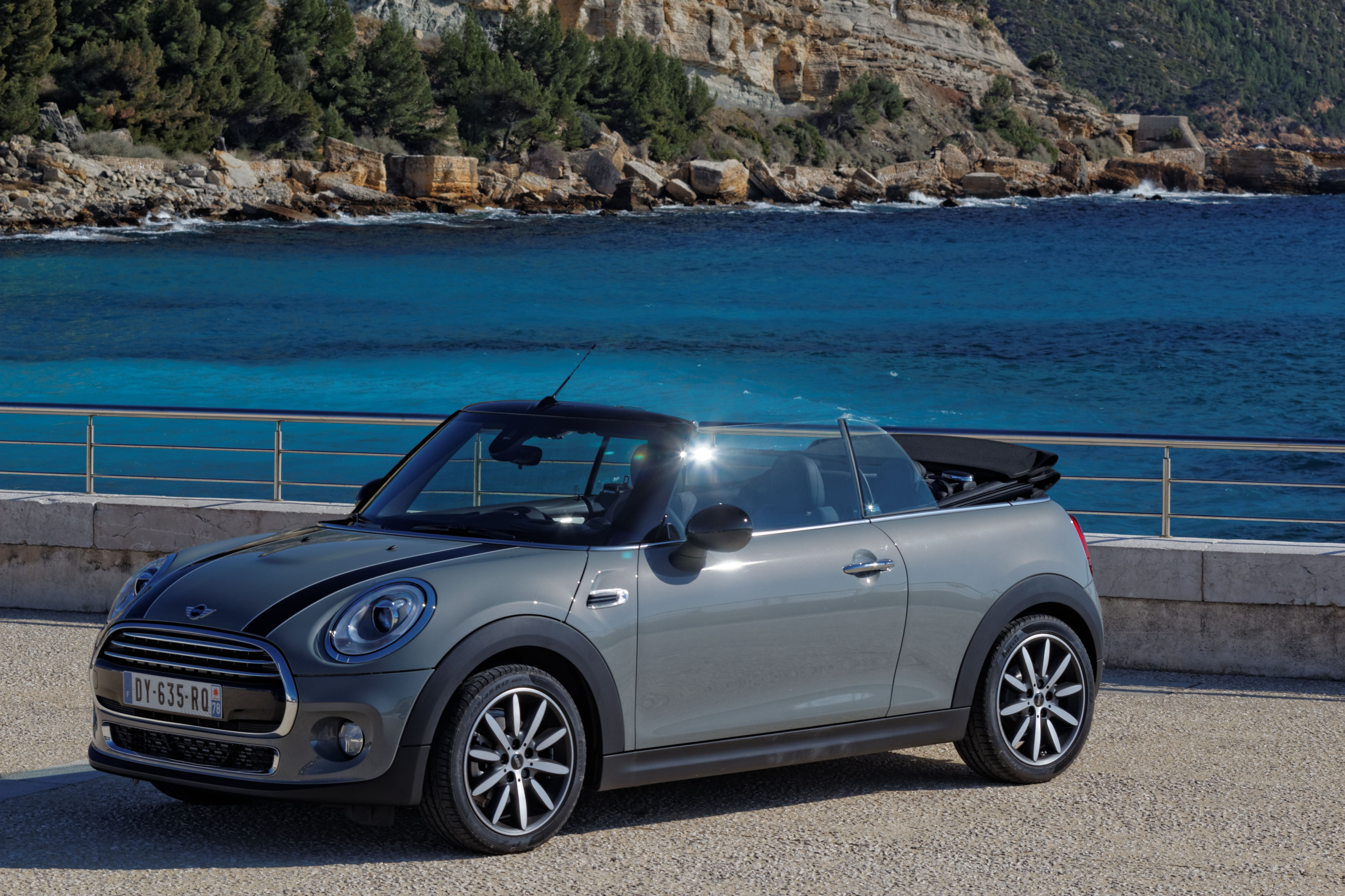Fond Vert 2 moreover Watch as well Top 10 Voitures Decapotables France likewise Les Meilleurs Cabriolets 40208 besides 4692 Renault Kangoo 15 Dci 110 Energy Zen. on mini cabriolet