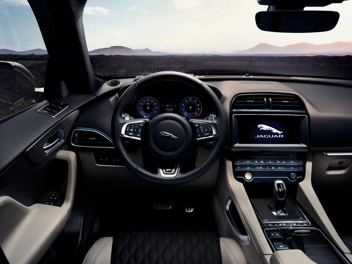 Salon de New York 2018 - Jaguar dévoile le F-Pace SVR avec V8 de 550 ch