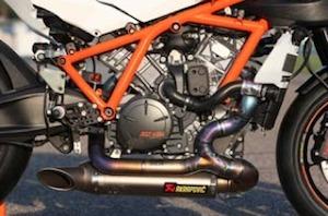 Zoom sur la KTM RC8 R Track.