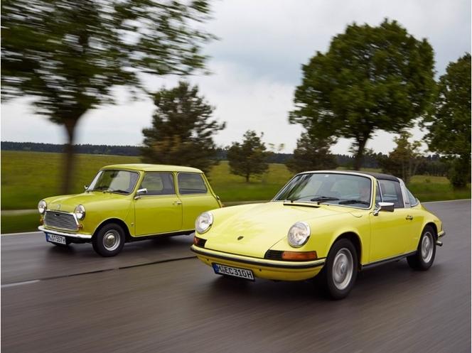 Pub : BMW félicite Porsche pour les 50 ans de la 911 et rappelle que la Mini a 54 ans