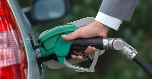 Les carburants n'ont jamais été aussi chers : Caradisiac vous livre ses astuces pour consommer moins