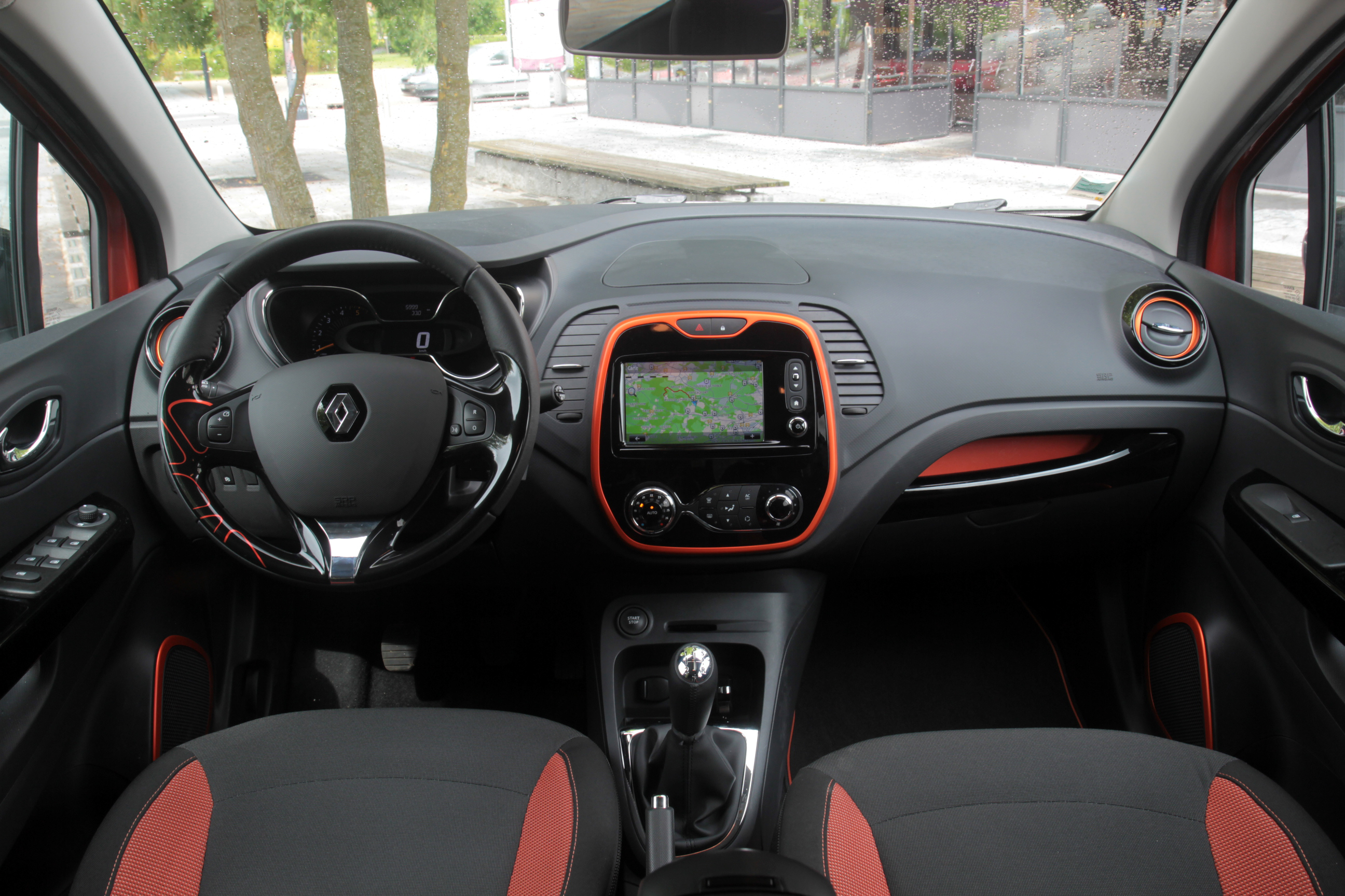 comparatif vid o renault captur vs peugeot 2008 coup. Black Bedroom Furniture Sets. Home Design Ideas