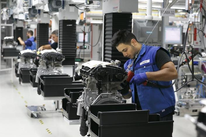 Pour les industriels, le processus de dé-dieselisation est un véritable casse-tête: l'automobile est une industrie lourde, à la forte inertie.