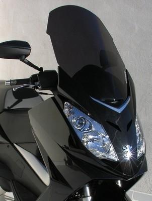 """Ermax propose des """"bulles"""" pour le Peugeot 125 Satelis."""
